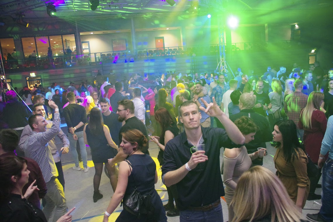 Partytemtepel statt Sporthalle: die