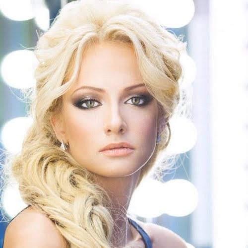 Ảnh gái đẹp Polina Maximova