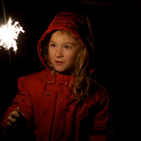 Sparkler Vi by Scott Hemenway - Babies & Children Children Candids ( dark, children, night, kids, sparkle, sparklers )