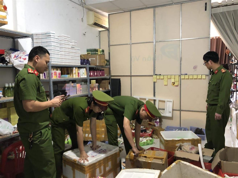 Lực lượng Cảnh sát Kinh tế Công an TP Vinh kiểm tra,  phát hiện cơ sở sản xuất hàng giả, hàng kém chất lượng