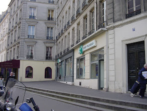 Photo: Similarly, at 5 Rue Sofflot, the skewed building face is in fact parallel to a section of the Wall in a private courtyard behind.