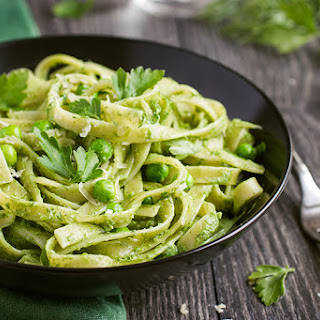 Fettuccine With Spinach and Green Pea Pesto