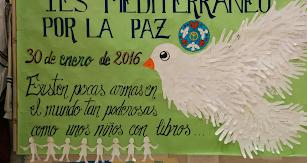 Mural realizado por los alumnos del IES Mediterráneo durante el curso anterior para conmemorar el Día de la Paz.