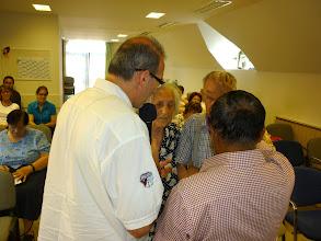 Photo: Jacob és Tamás a Gyülekezet nyugdíjas lelkipásztoráért imádkozik