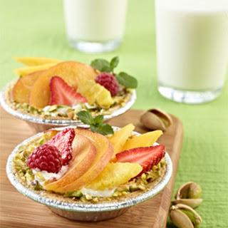 "Fruit Tartlets & ""Pistachiogurt"""
