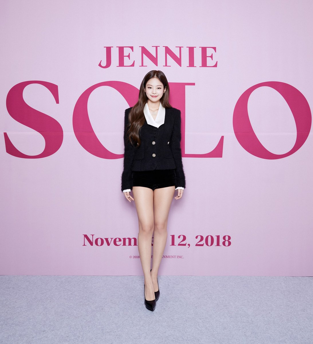 jennie solo showcase debut