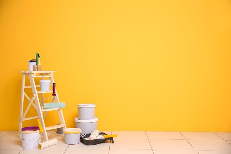 Wilgotne ściany należy pomalować specjalną farbą, by uniknąć pęcherzy i pęknięć