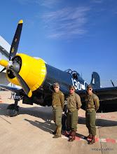 """Photo: Pour la Navy, mes 3 GI de Garons, nous présentent le Chance Voight F4U-1D """"Corsair"""""""