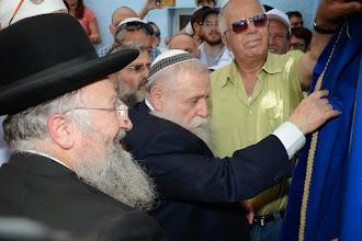 "Photo: פתיחת ארון הקודש ע""י הרב חיים דרוקמן"