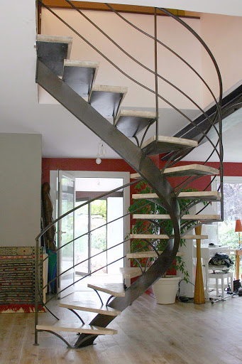 escalier à limon central tournant structure metallique marches chêne 69 Lyon