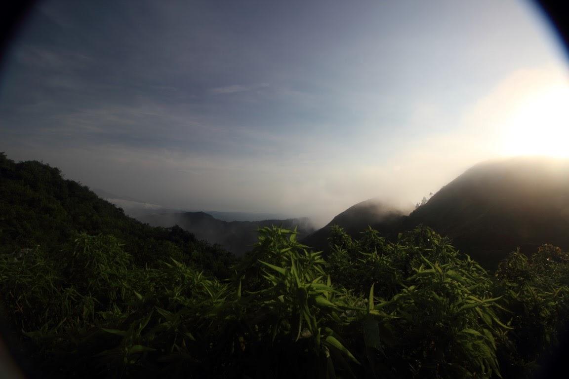 Matahari yang terlanjur meninggi di gunung andong