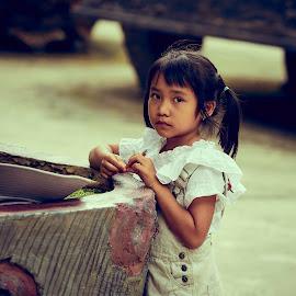 Vietnamese girl by Matizki Blixten - Babies & Children Children Candids ( kien giang, phu quoc, south vietnam, kid, asia, asian, vietnam, vietnamese, girl, south east asia, child )