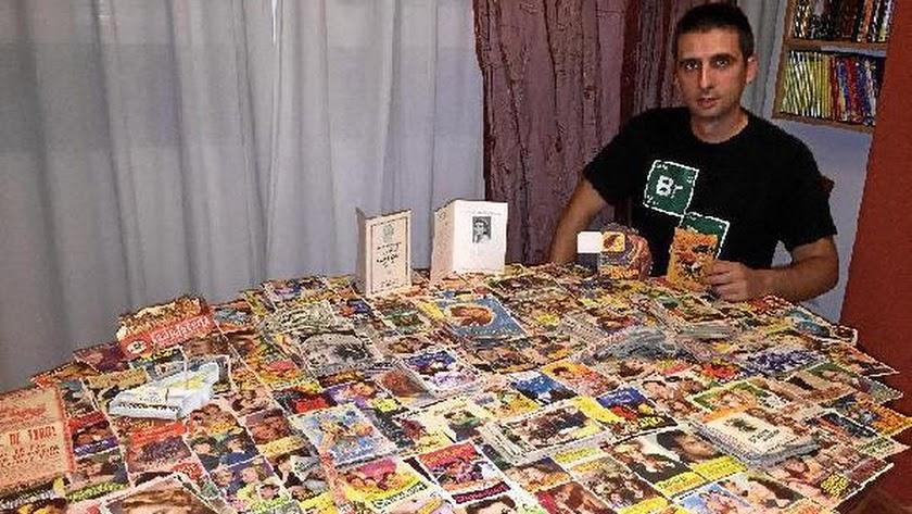 Jesús Ibáñez muestra una selección de piezas de la cinéfila colección que heredó de su padre, Emilio Ibáñez.