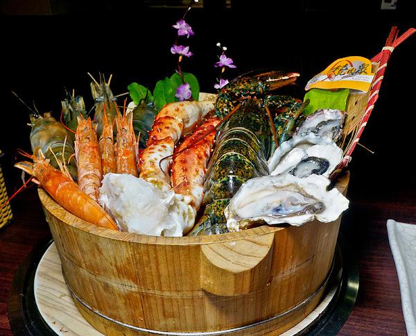 忠孝復興 燒肉眾-精緻炭火燒肉(台北大安店)痛風級海鮮桶+精緻燒肉吃到飽, 實在太划算啦!!