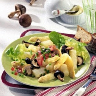 Lauwarmer Spargel-Pilz-Salat