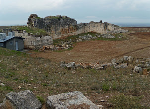 Photo: Apamea, City Walls, originally 16 km long .......... Stadsmuren van Apamea, oorspronkelijk 16 km lang!