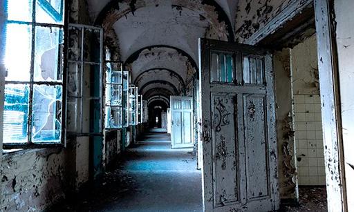 放棄された療養所の脱出
