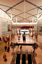 Photo: The 'central link' connects Detroit Metropolitan Wayne County Airport's Edward H. McNamara Terminal Building to its three concourses. The link features several brand-name shops and restaurants, including FOX SkyBox Sports Bar, Henry R. Ford Museum Store, Brooks Bros., a food court, a duty free shop and a Delta SkyClub. CREDIT: Wayne County Airport Authority/Vito Palmisano.