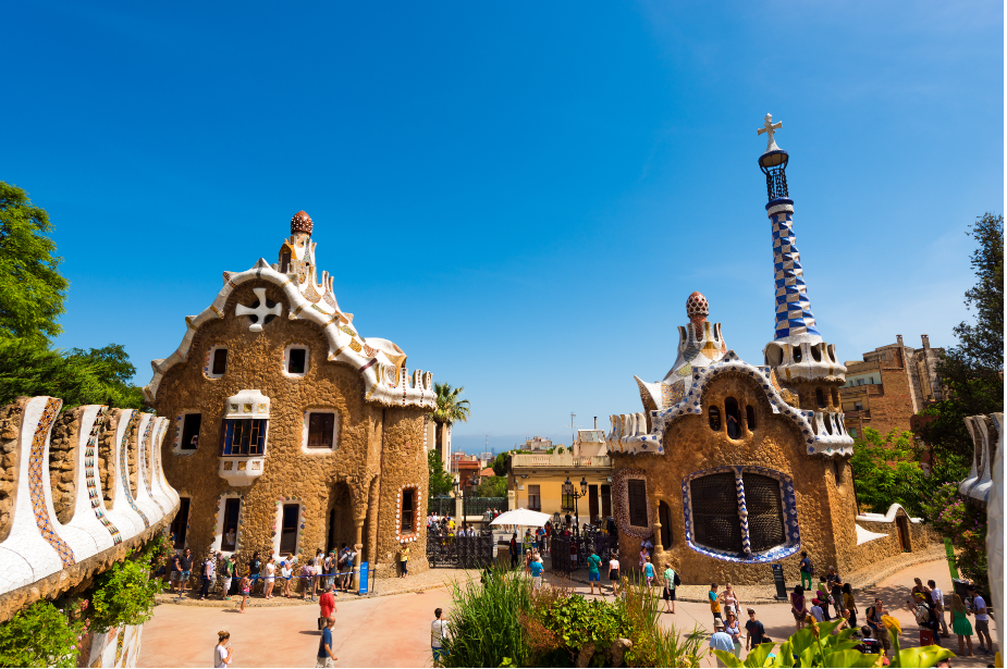 A view of the gingerbread house-like gate lodge buildings. Proof that the Park Guell monumental zone is worth it!