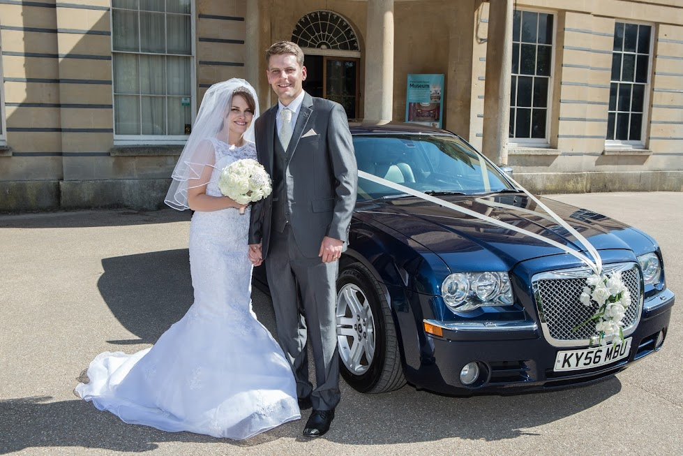 wedding-couple-with-car