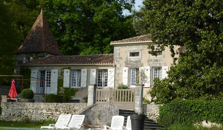 Propriété avec piscine et jardin Angouleme