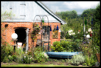 Photo: Wegen dem blöden Wetter habe ich das Bett im Garten unter dem Sternenhimmel geräumt. Jetzt übernachte ich wieder im Schuppen. Die Galerie: http://goo.gl/00mLbW