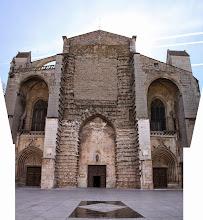 Photo: ... d'où l'essai de reconstitution de la façade imposante de la Basilique.