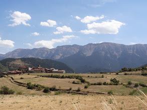 Photo: Villanova des Banat et la Serra de Cadi