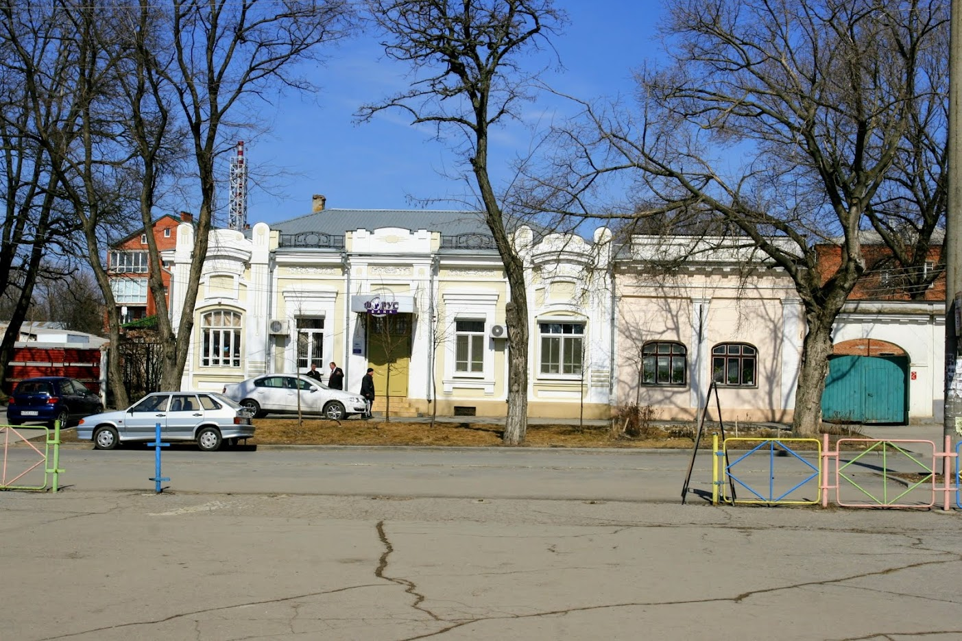 https://sites.google.com/site/istoriceskijtaganrog/cehova-ulica/dom-102