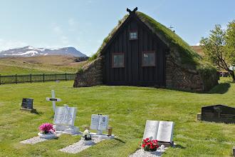 Photo: Vídimỳrarkirkju , hier kun je goed zien dat het kerkje uit plaggen is opgebouwd