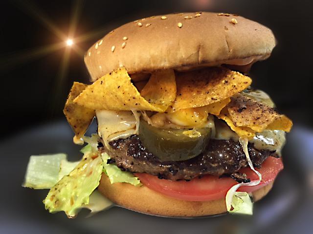Photo: SUPREME NACHO BURGER ! Saftig gegrillter Beef Burger mit Monterey Jack Cheese & scharfen Jalapeños, hausgemachter Chilimayo - gekrönt mit knusprig überbackenen Nachos. Dazu rote Zwiebeln, Tomaten sowie eine extra Chilimayo zum dippen. Alle unsere Burger mit Deli-Salat & French Fries oder Blattsalat mit Radieschen, Sprossen, Karotten & Champignons sowie Balsamicodressing.