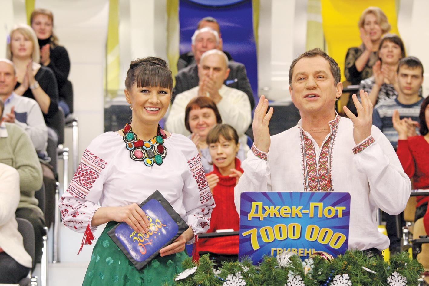 Ведучі Лото-забава Лариса Руснак та Анатолій Гнатюк (фото: zn.ua)