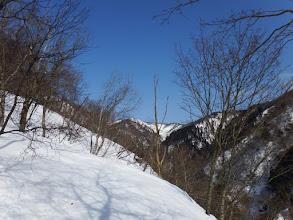 中央奥に三重嶽山頂を望む