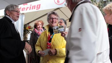 Photo: Großensee-Fest 2014. Abschluß-Gottesdienstes am Sonntagmorgen. Pastor i.R. Egbert Staabs verabschiedet die Besucher aus dem Festzelt. Er war von 1966 an 13 Jahre Pastor der Tymmo-Kirchengemeinde.