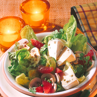 Salat mit Champignons, Grapefruit und grünem Pfeffer