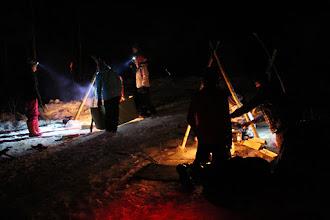 Photo: Nuotioita paloi pimeässä yössä useampia.
