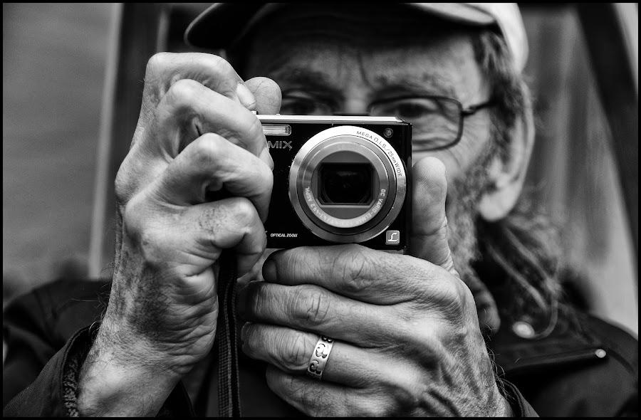 Caught on camera by Etienne Chalmet - Black & White Portraits & People ( street, people, portrait )