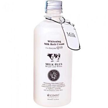 Beauty Buffet 牛奶Q10美白清潔沐浴乳 (450ML)  主要功效:採用純天然植物性洗淨成分和牛奶精華,能徹底洗淨臟物,美白肌膚。其中還蘊涵多種營養成分,雙重修護效果,溫和滋潤全身。純天然植物性洗淨成分,讓你皮膚透出絲綢般的光澤!100%不含鹼性,最適合人體肌膚。蘊含LIPIDS(肌膚天然保濕成份),獨含1/4乳霜成份,PH值=7,給肌膚雙重呵護。呈現細膩透明質感;有效防止水份流失同時增加肌膚所需營養,使肌膚柔軟有彈性。富含美白皮膚,牛奶配方和Coenzyme Q10,加入豐富純牛奶精華。有效結淨肌膚同時美白,牛奶精華深入皮膚底層,從內到外補充水分。維他命C同E有助於減少皺紋,使皮膚光滑自然。 使用方法:擠少許於身體,加水打成泡沫狀,用掌心輕輕打圈塗抹,稍後用清水沖洗乾淨即可。 特點:大愛牛奶,泡沫豐富、細膩、溫和,洗完滑滑的,感覺非常乾淨。牛奶味的超好聞,奶香、、、奶香、、、還不膩!