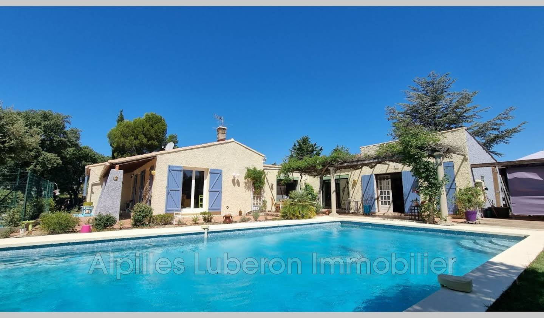 Maison avec piscine et terrasse Aureille