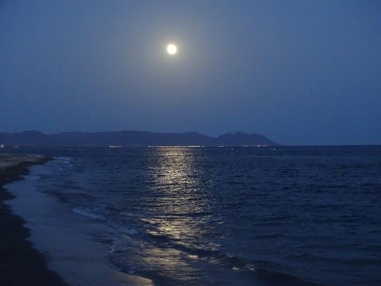 La fotografía de esta espectacular luna llena fue alrededor de las 22 horas.