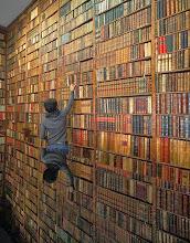 Photo: Hoy viajamos a Madrid en nuestra ruta librera. Estamos en La Librería para Bibliófilos Luis Bardón. Fundada en 1947 por Luis Bardón está considerada como la librería anticuaria de referencia en España. Pero es mucho más que los tesoros que podemos encontrar en ella. Si un día os acercáis por la madrileña Plaza de San Martín y abrís su puerta, os garantizo la sorpresa, casi emoción, de verse en un lugar propio de una película rodeados de libros en estancias de mágico aspecto. Nos sentiremos investigadores, buscadores de tesoros, de primeras ediciones... y así nos tratarán, porque tal vez, sólo tal vez, el verdadero tesoro de esta librería sea las personas que allí trabajan. Librería Bardón