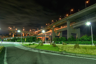 Photo: ■Today's Elevated Expressways This photo is taken by +Takahiro Yanai ! We went to Yoshima Parking Area (与島PA) in the midnight... :D これが与島PA駐車場からの眺めです。 もう国土交通省に問いたださなければならないほどに理解できない設計w #elevatedexpressways #architecture +Elevated Expressways