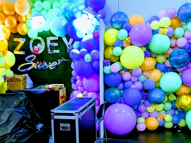 Organic balloon designs for your special event in Las Vegas.  By Dzign is the source for all your event needs.
