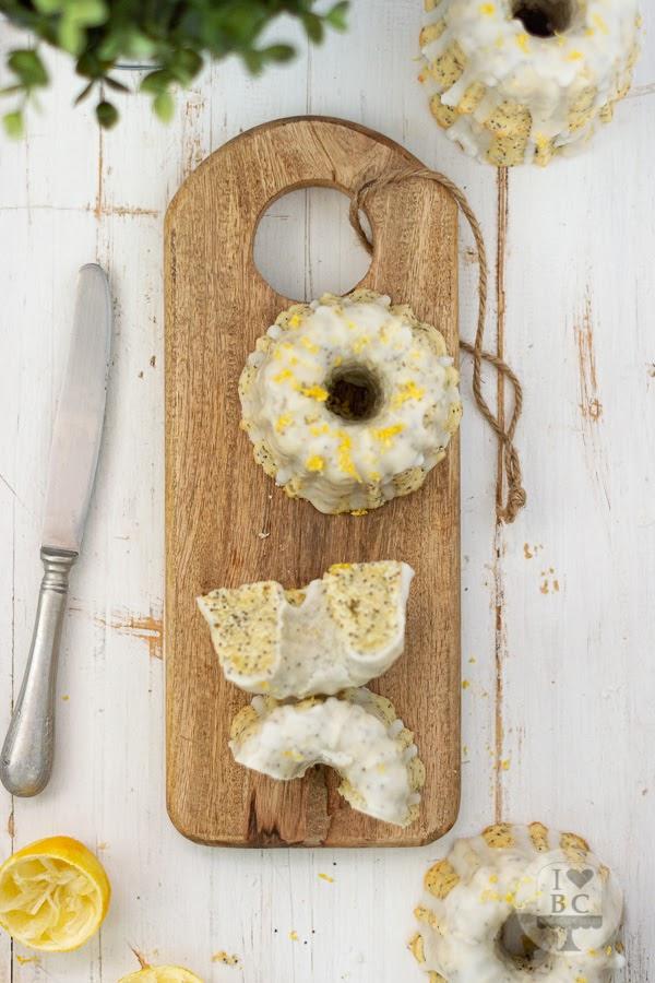 Mini Bundts cake de limón y semillas de amapola