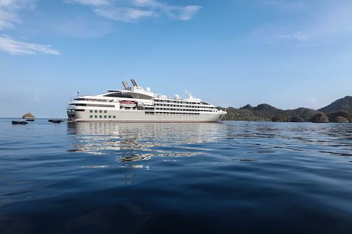 Ponant-Indonesia2.jpg - Cruise through Indonesia on Ponant's Le Soleal.