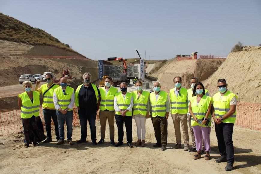 Asistentes a las obras del AVE en Los Arejos-Níjar.