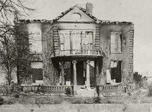 Photo: Villa Post na vertrek Duitsers in april 1945 die het twee weken daarvoor gevorderd hadden.
