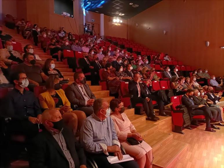 Público asistente a la gala de los VIII Premios Nacimiento celebrada en Gérgal.