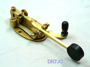 "Photo: Double-Speed-Key oder auch Sideswiper  -J.H.Bunnell & Co. New York USA-  1888-1950  ""W""  #595  wurde von Tasten-Freund Thomas DL4PY mit neuem Kurzschluß- und Gebehebel ausgestattet. Danke!"