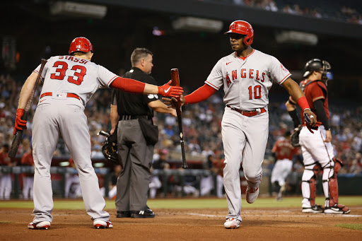 Angels blow out Diamondbacks to win sixth straight, move over .500